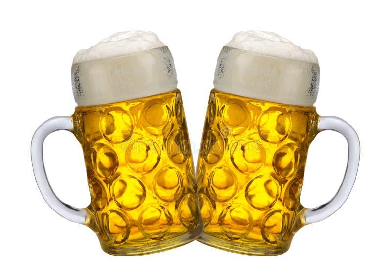 Due brocche isolate con la birra chiara bavarese fotografia stock