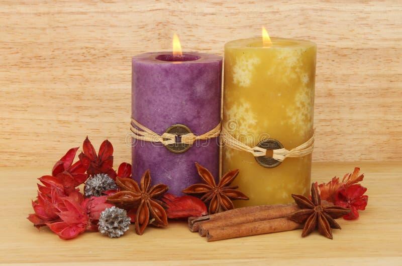 Due candela e potpourri fotografia stock