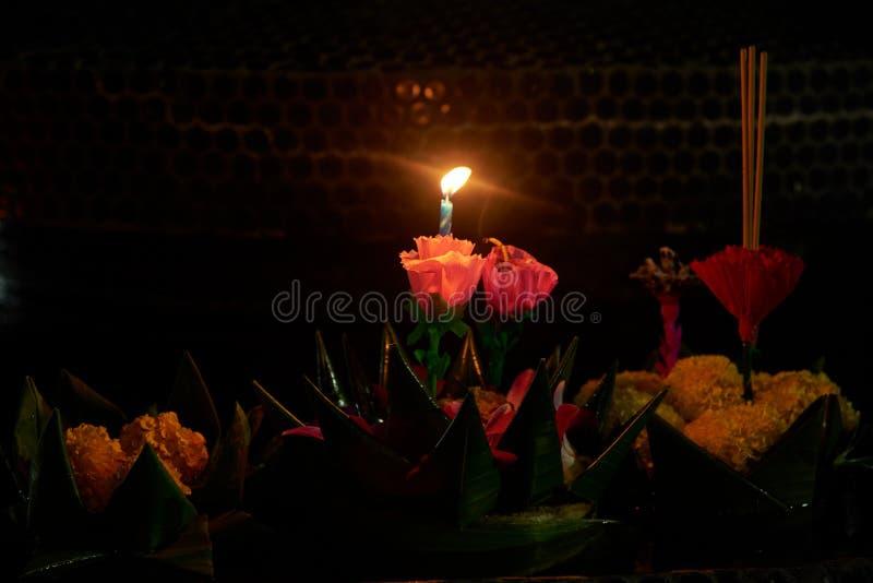 Due candele nel krathong in Loy Krathong Festival fotografia stock libera da diritti