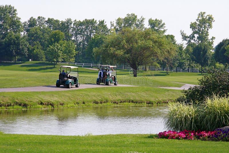 Due carrelli di golf fotografie stock libere da diritti