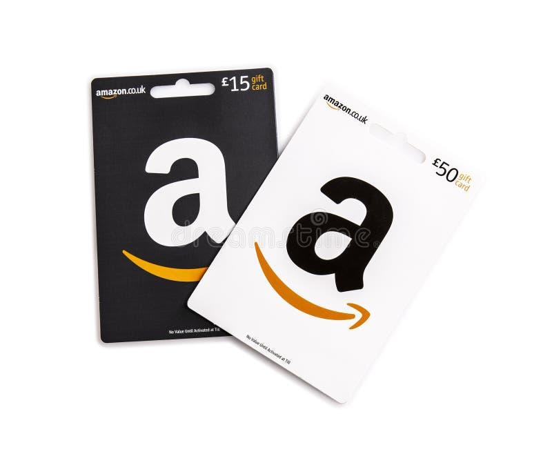 Due carte di regalo di Amazon su un fondo bianco immagini stock libere da diritti