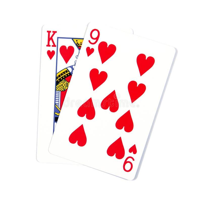 Due carte isolate su bianco K e 9 carte da gioco nei cuori isolati immagine stock