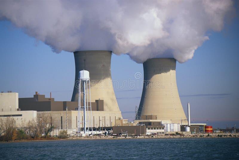 Due centrali nucleari fotografia stock