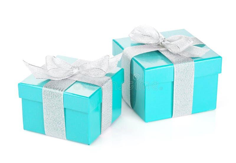 Due contenitori di regalo blu con il nastro e l'arco d'argento immagine stock libera da diritti