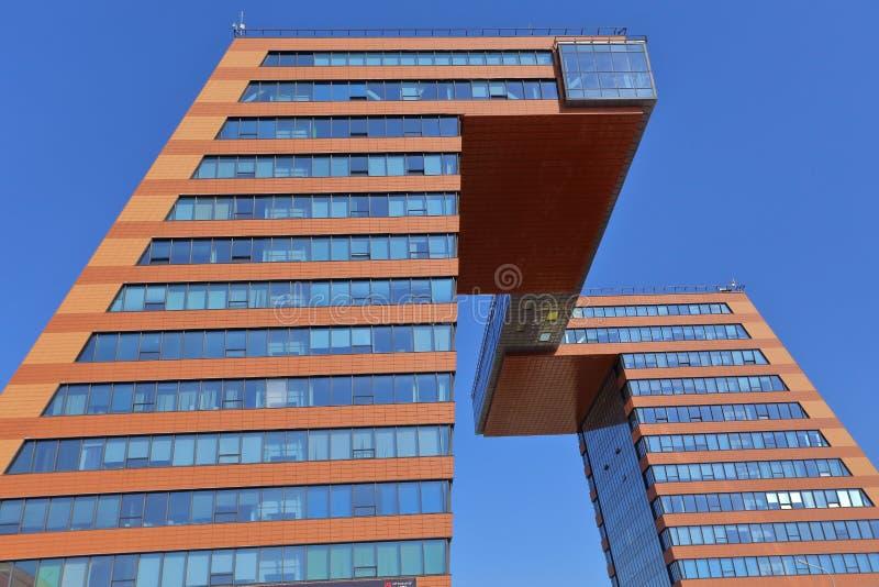 Due costruzioni amministrative, collegate da una transizione difficile al livello delle file superiori immagine stock libera da diritti