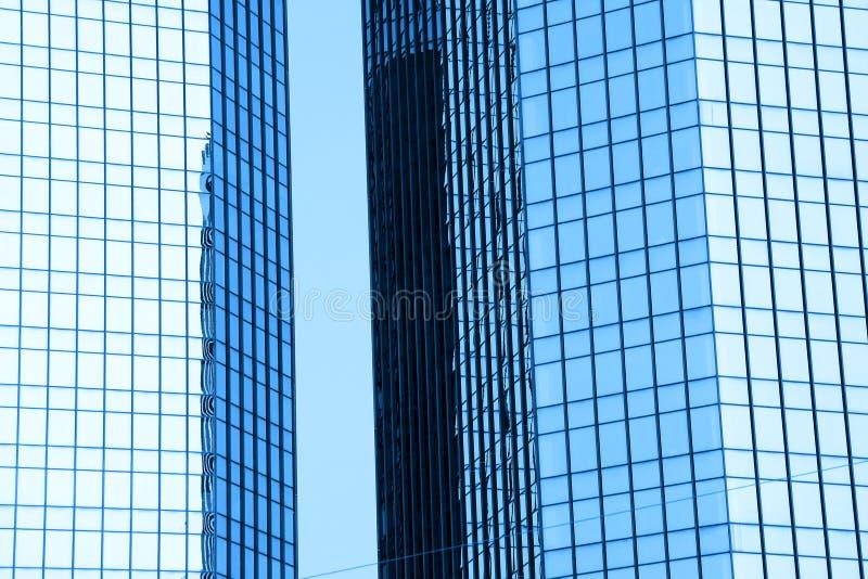 Due costruzioni di vetro alte immagini stock