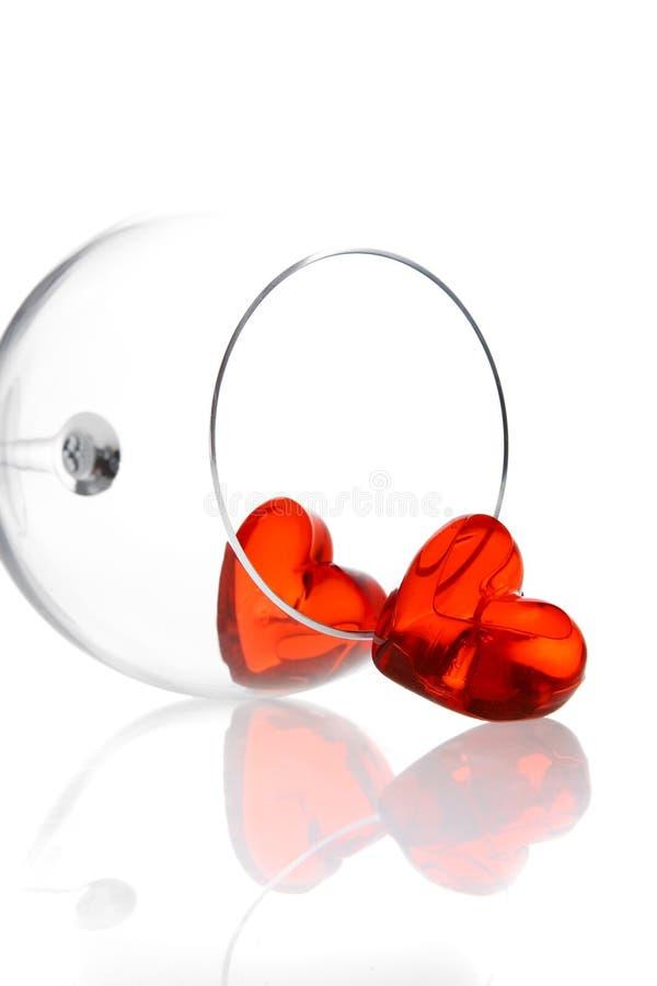 Due cuori rossi della gelatina in vetro di vino immagine stock libera da diritti