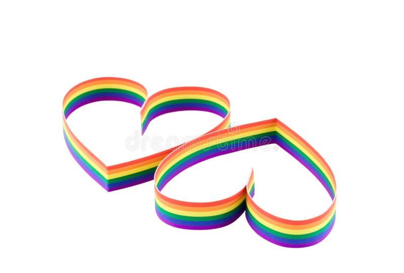 Due cuori, vernice di una bandierina dell'omosessuale di colore. Idsolated. fotografie stock