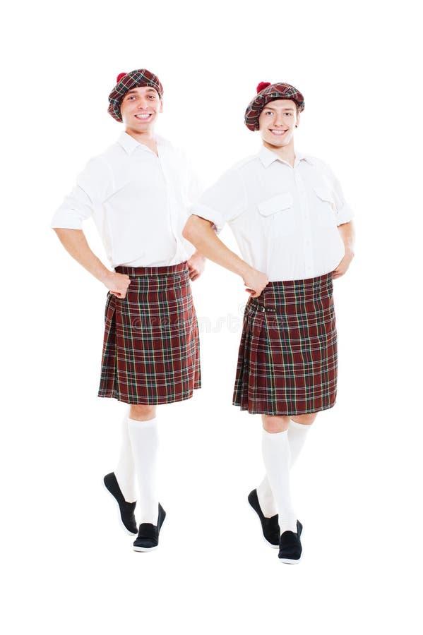 Due danzatori di smiley in vestiti nazionali scozzesi fotografie stock libere da diritti