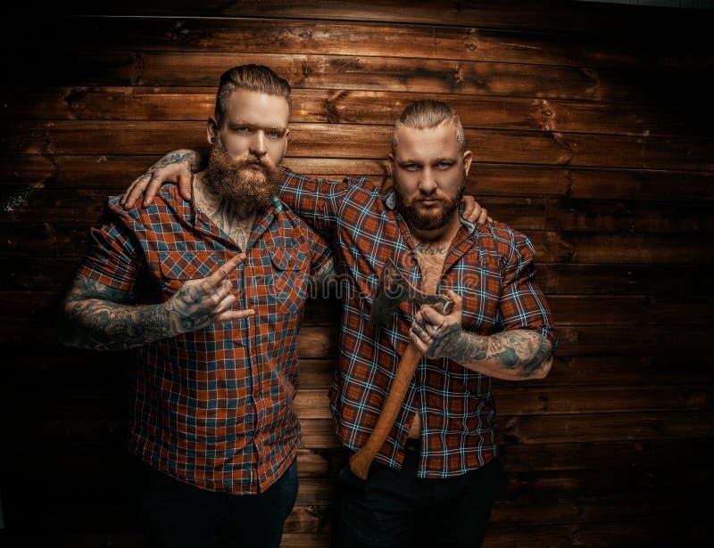 Due equipaggiano con le barbe ed il tatuaggio immagini stock libere da diritti