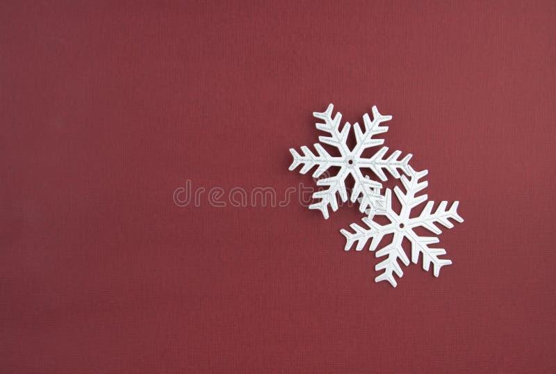 Due fiocchi di neve dell'argento della decorazione di natale immagine stock libera da diritti