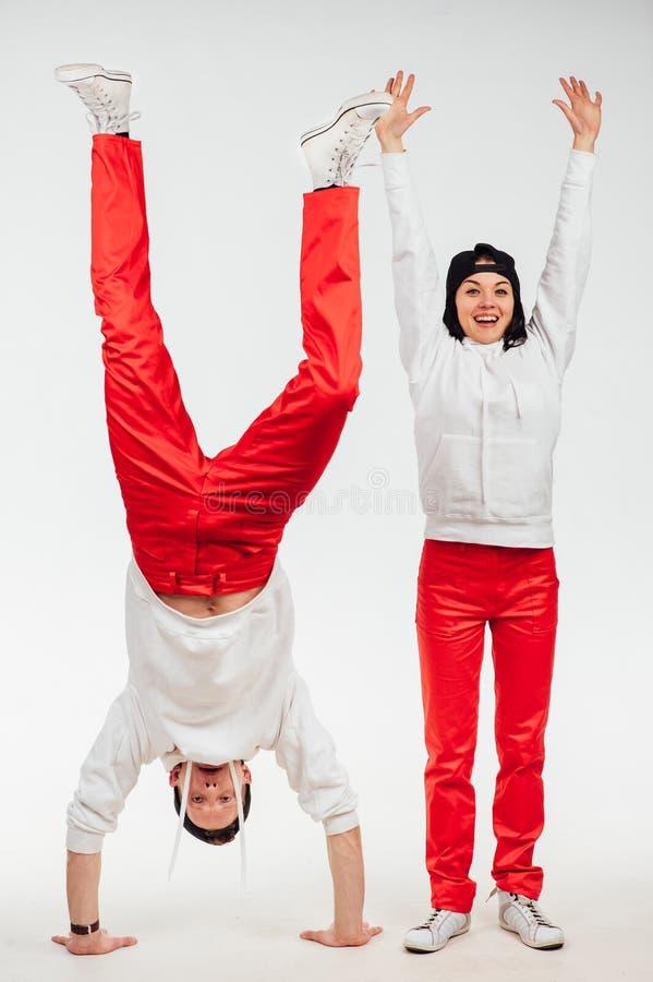 Due genti divertenti isolate su fondo bianco fotografia stock