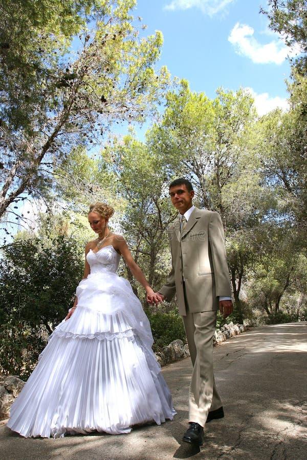 Due in giorno della cerimonia nuziale.   fotografie stock
