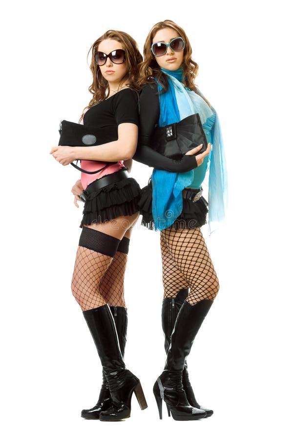 Due giovani donne attraenti. Isolato fotografia stock libera da diritti