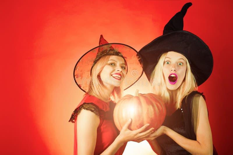 Le Ragazze Celebra Halloween Migliori Amici Sexy Alla Moda ...