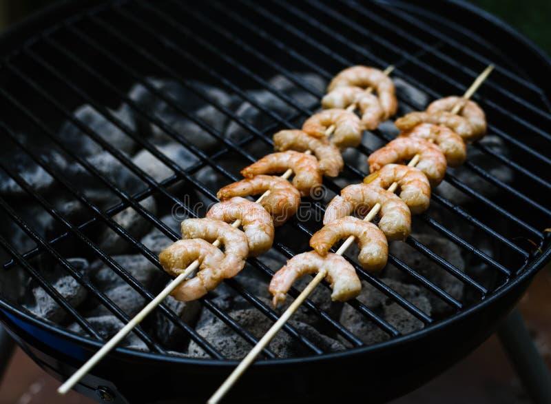 Due kebab del gamberetto fotografia stock