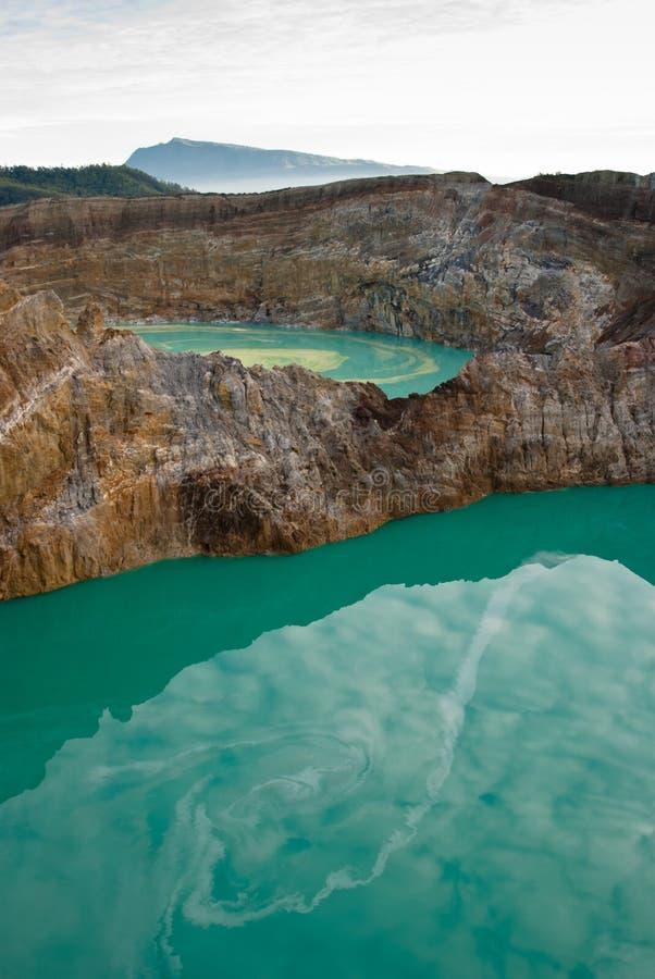 Due laghi del cratere veduti da sopra fotografia stock