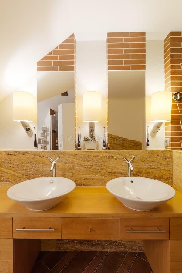 Due lavandini in bagno elegante immagine stock immagine di fashionable bacino 62867819 - Due lavandini bagno ...