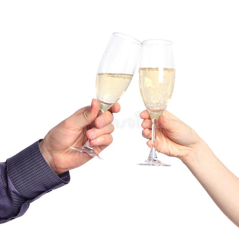 Due mani con i vetri di champagne immagine stock
