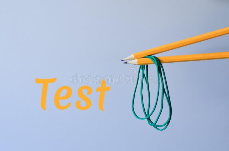Due matite con gli elastici fotografie stock libere da diritti