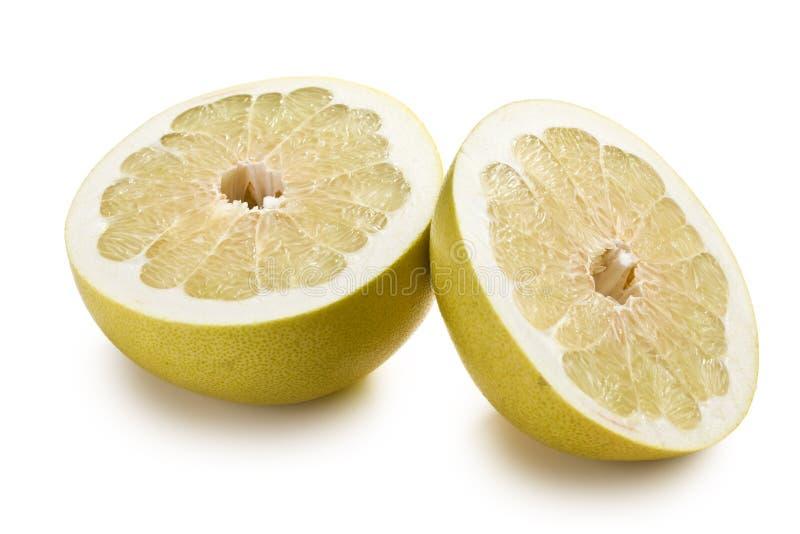 Due metà della frutta del pomelo immagini stock