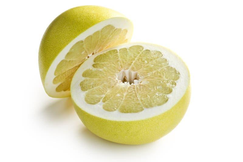 Due metà della frutta del pomelo immagine stock