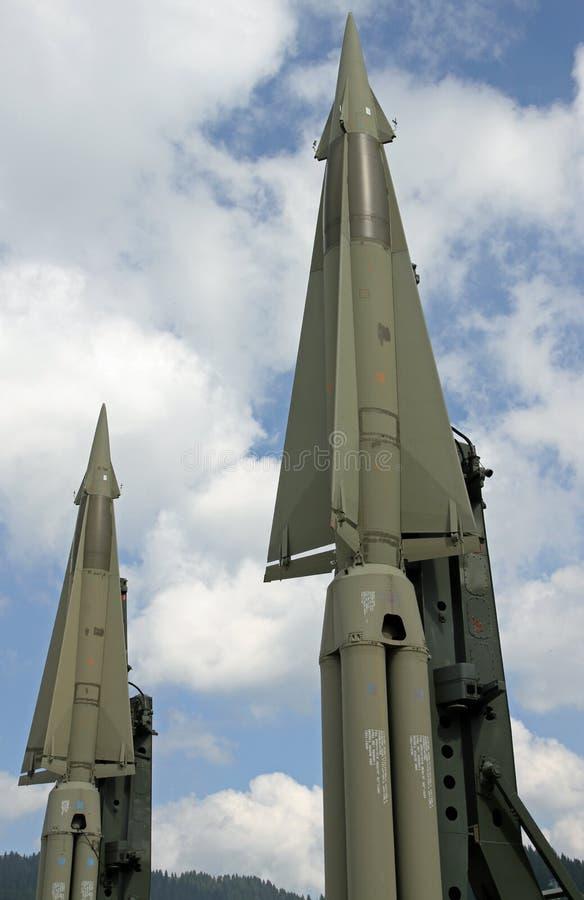 Due missili con una testata nucleare pronta a lanciare fotografie stock libere da diritti
