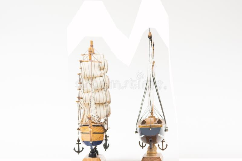 Due modelli della barca a vela immagini stock