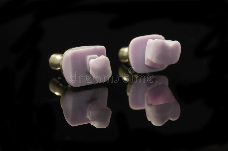 Due molari del blocchetto vetro-ceramico di Disilicate del litio per il cad fotografia stock