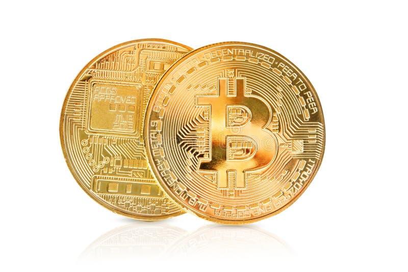 Due monete di oro di bitcoin su un fondo bianco fotografia stock libera da diritti