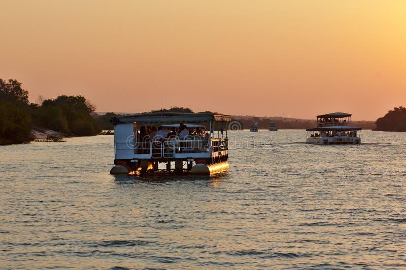 Due navi il fiume Zambezi girante di safari immagine stock libera da diritti