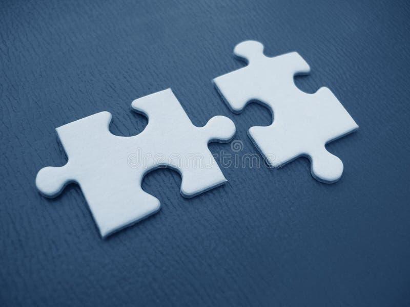 Due parti del puzzle immagine stock
