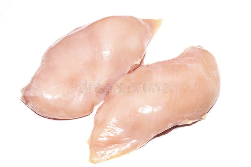 Due petti di pollo crudi freschi su fondo bianco fotografia stock libera da diritti