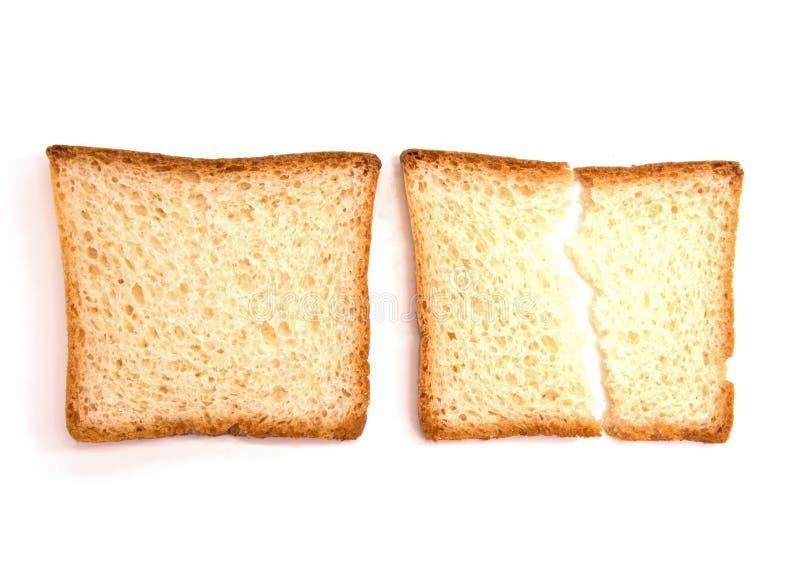 Due pezzi di pane bianco del pane tostato sono su un fondo bianco fotografie stock libere da diritti