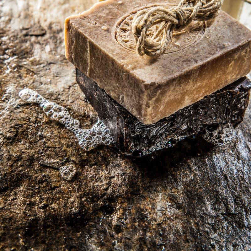 Due pezzi di sapone da bagno fatto a mano immagini stock