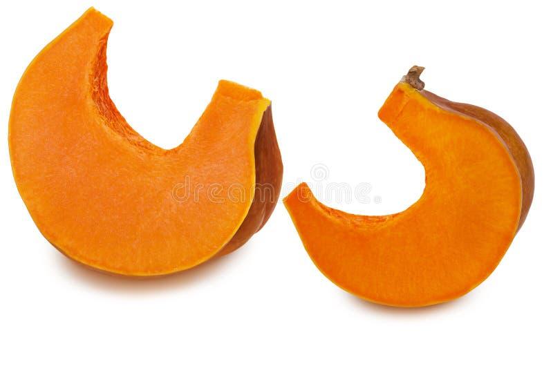 Due pezzi di zucca gialla arancio matura isolata su fondo bianco con ombra Alimento vegetariano crudo sano con carotene fotografia stock libera da diritti