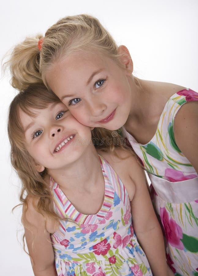 Due piccole sorelle dolci immagine stock