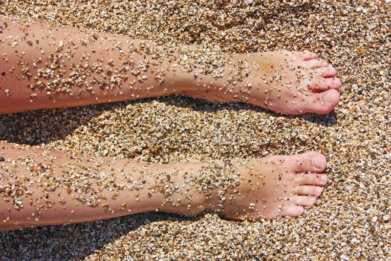 Due piedi in sabbia immagini stock libere da diritti