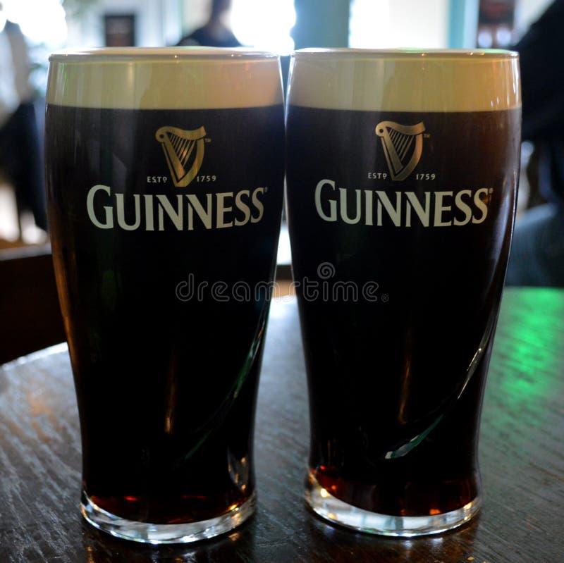 Due pinte di guinness per favore fotografie stock