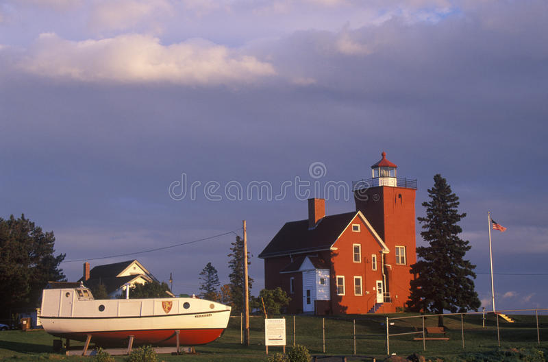 Due porti accendono la stazione lungo la baia dell'agata sul lago Superiore, MN fotografia stock libera da diritti