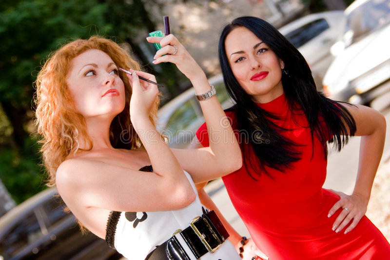 Due ragazze attraenti fotografia stock