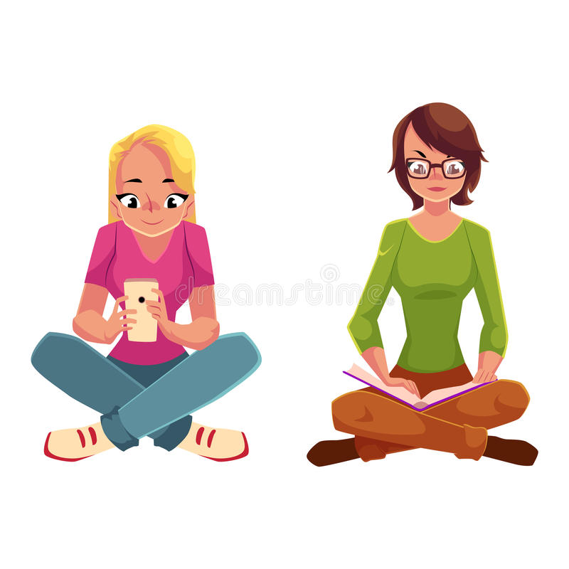 Due ragazze che collocano le gambe attraversate, libro di lettura, facendo uso del telefono cellulare royalty illustrazione gratis