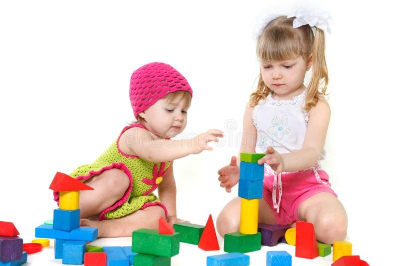 Due ragazze sveglie che giocano con le particelle elementari immagini stock libere da diritti