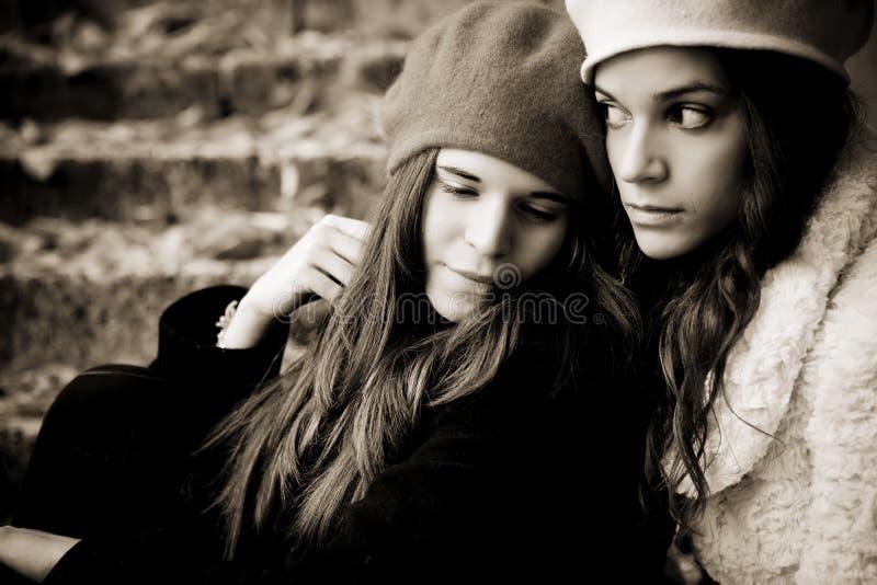 Due ragazze tristi fotografia stock libera da diritti