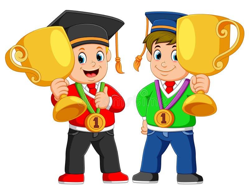 Due ragazzi sta tenendo il loro grande thropy il giorno della graduazione royalty illustrazione gratis