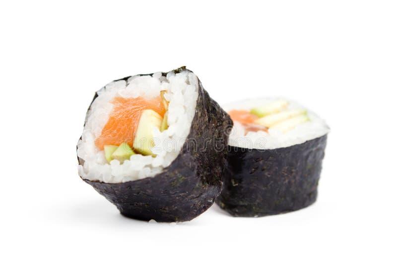 Due rulli freschi di maki dei sushi fotografia stock