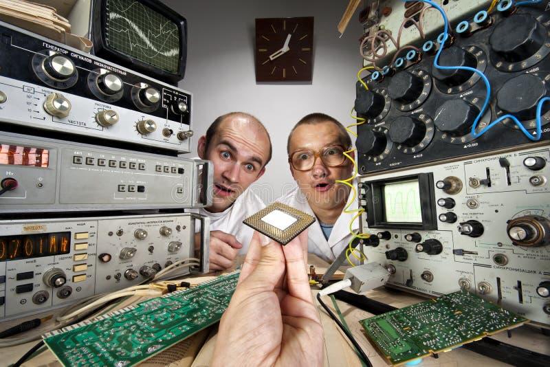 Due scienziati divertenti della nullità fotografia stock libera da diritti