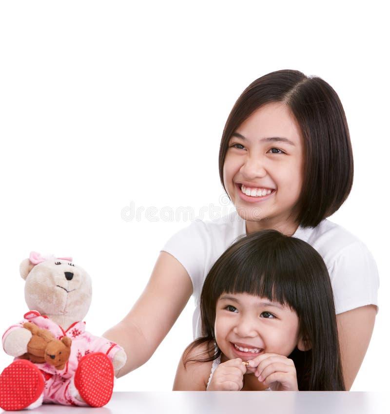 Download Due sorelle fotografia stock. Immagine di bambola, giocattoli - 7319654
