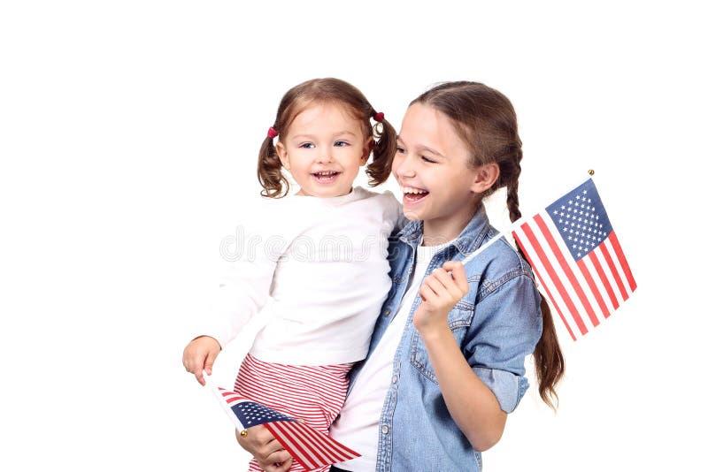Due sorelle con la bandiera americana immagini stock libere da diritti