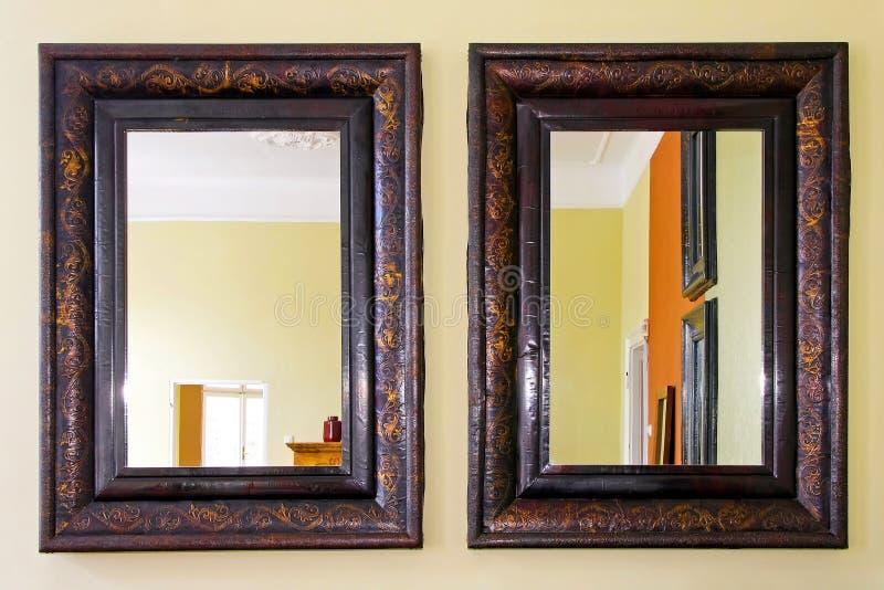 Due specchi fotografia stock